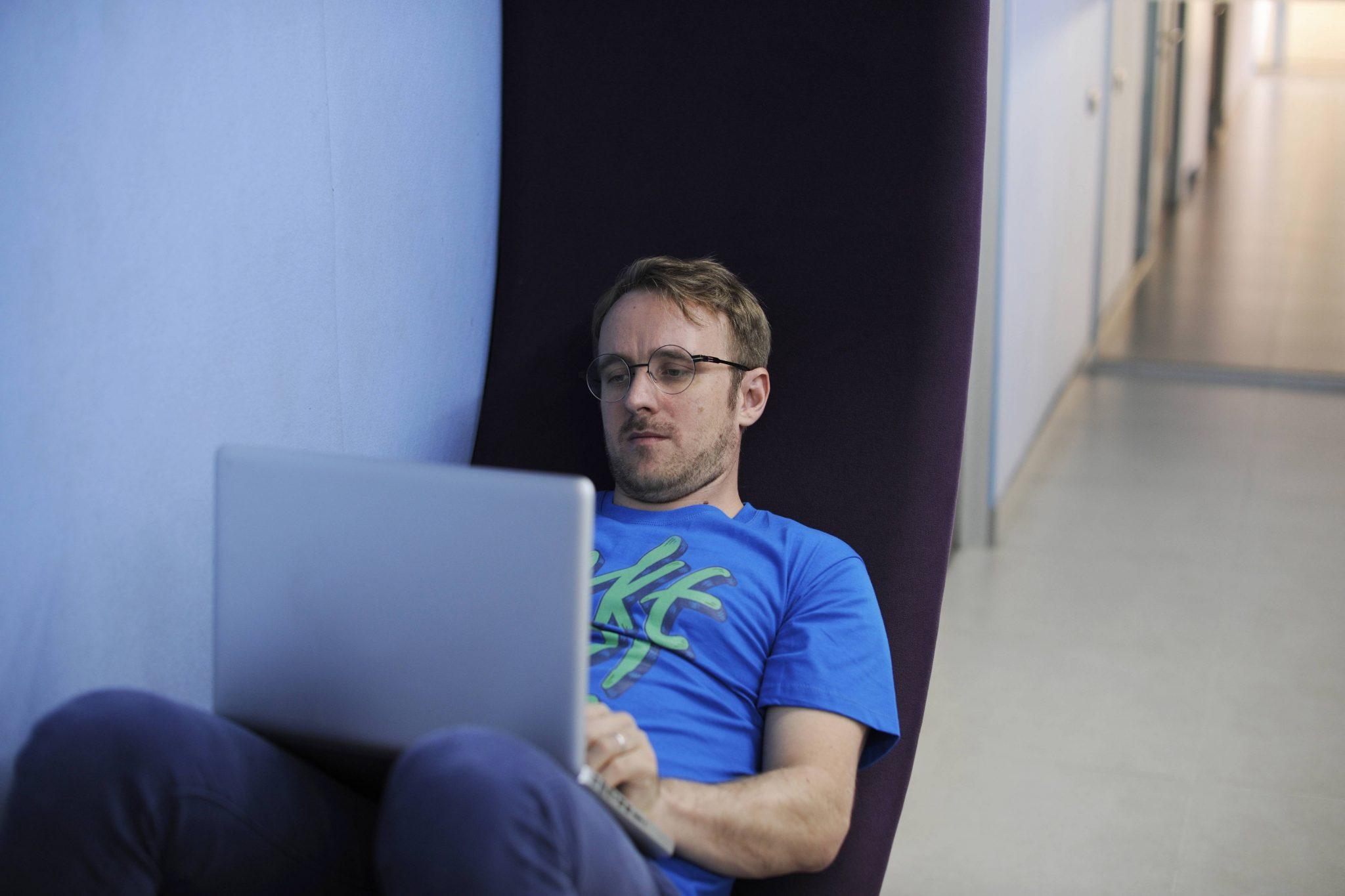 Las ventajas de una Gestoría Online frente a la Tradicional Presencial